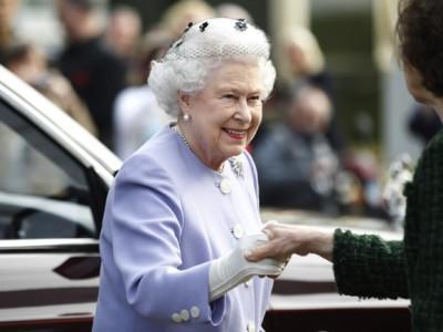 День рождения Елизаветы II встретили парадом