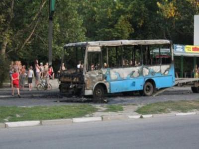 Огонь из приборной панели полностью уничтожил пассажирский автобус в Херсон ...