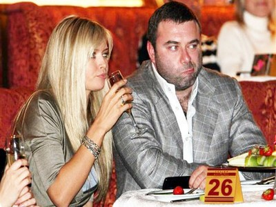 Вера Брежнева будет разводиться с мужем по причине его долгов?