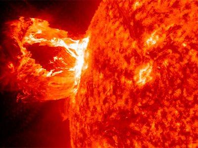 Недавняя вспышка на Солнце грозит работе космических аппаратов