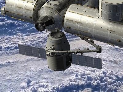 Первый приватный космический корабль Dragon сблизился с Международной космической станцией